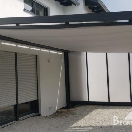 Freistehende Überdachung Glas Mit Einer Unterdachmarkise Und Seitenwand